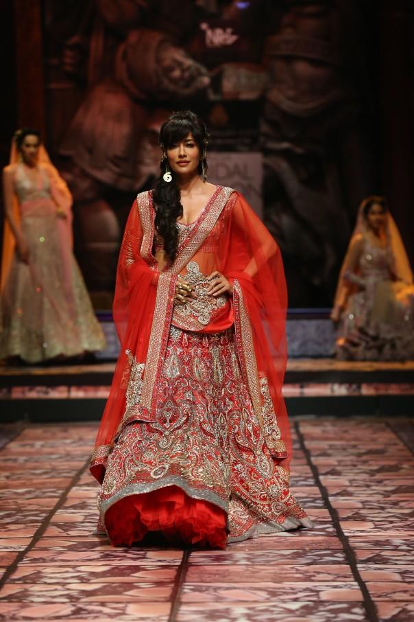 India Bridal Fashion Week Delhi 2013 - Chitrangada Singh as the showstopper for Suneet Varma's Collection_1