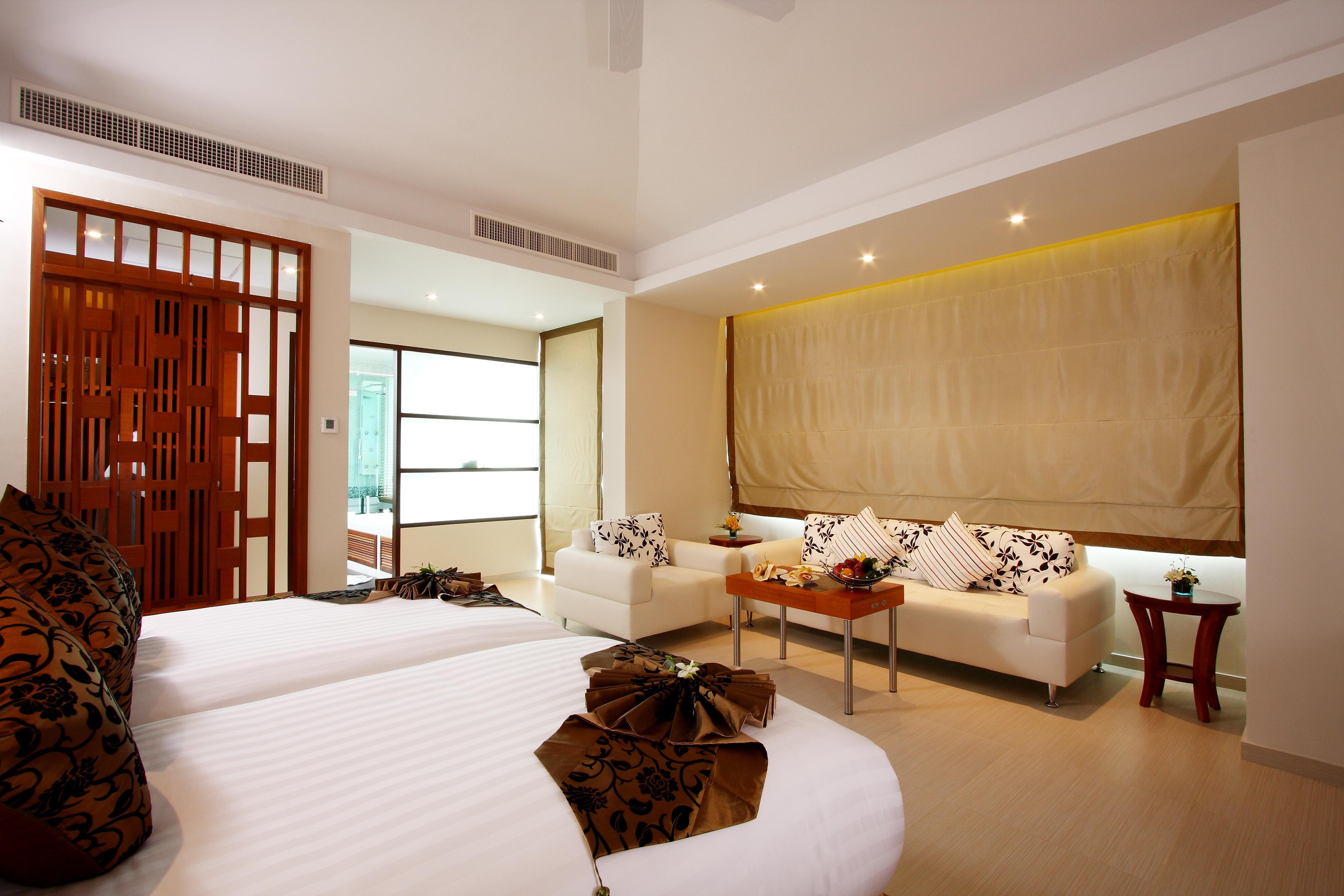 Grand Deluxe Jacuzzi Room (3)