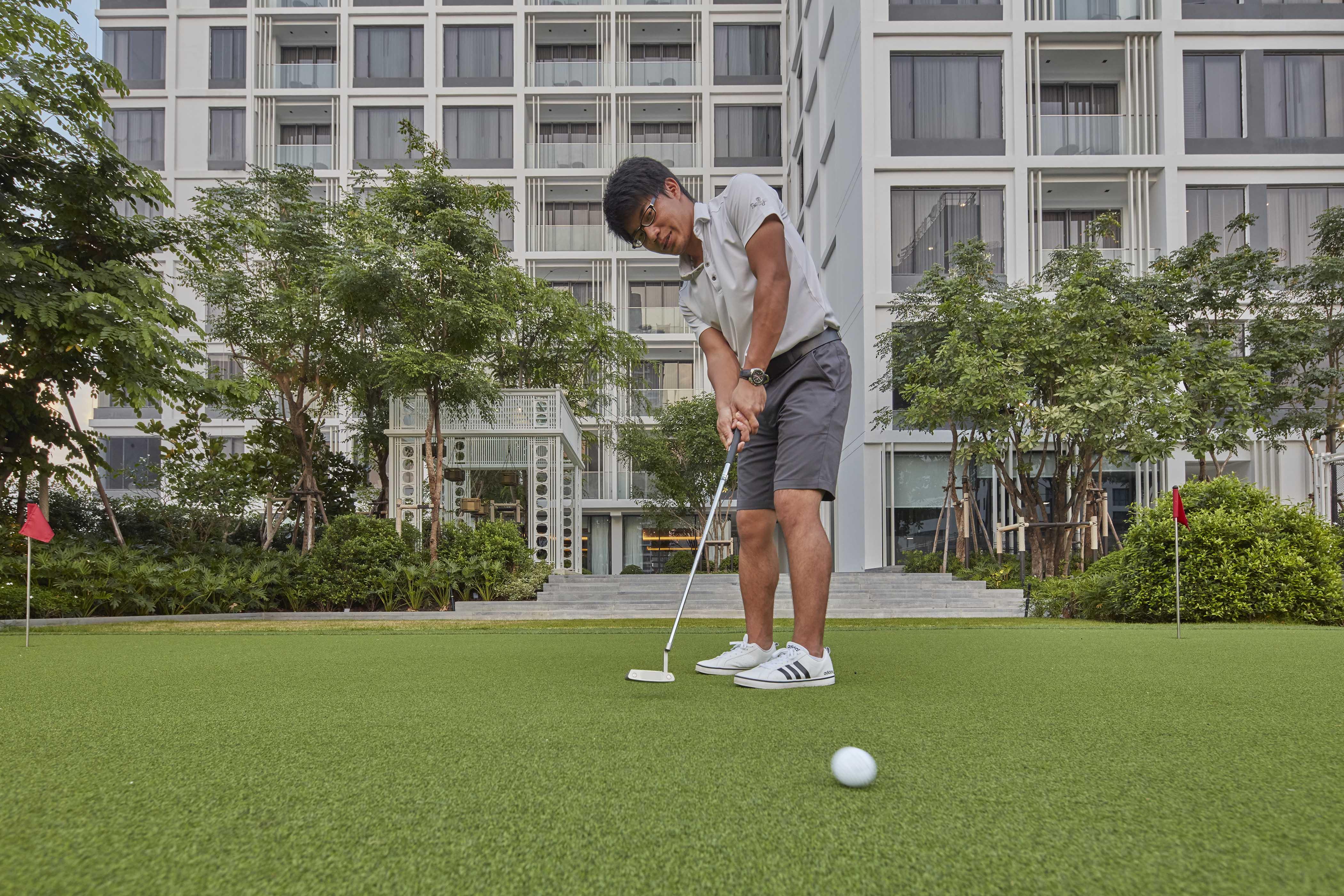 08 Golf Sally2